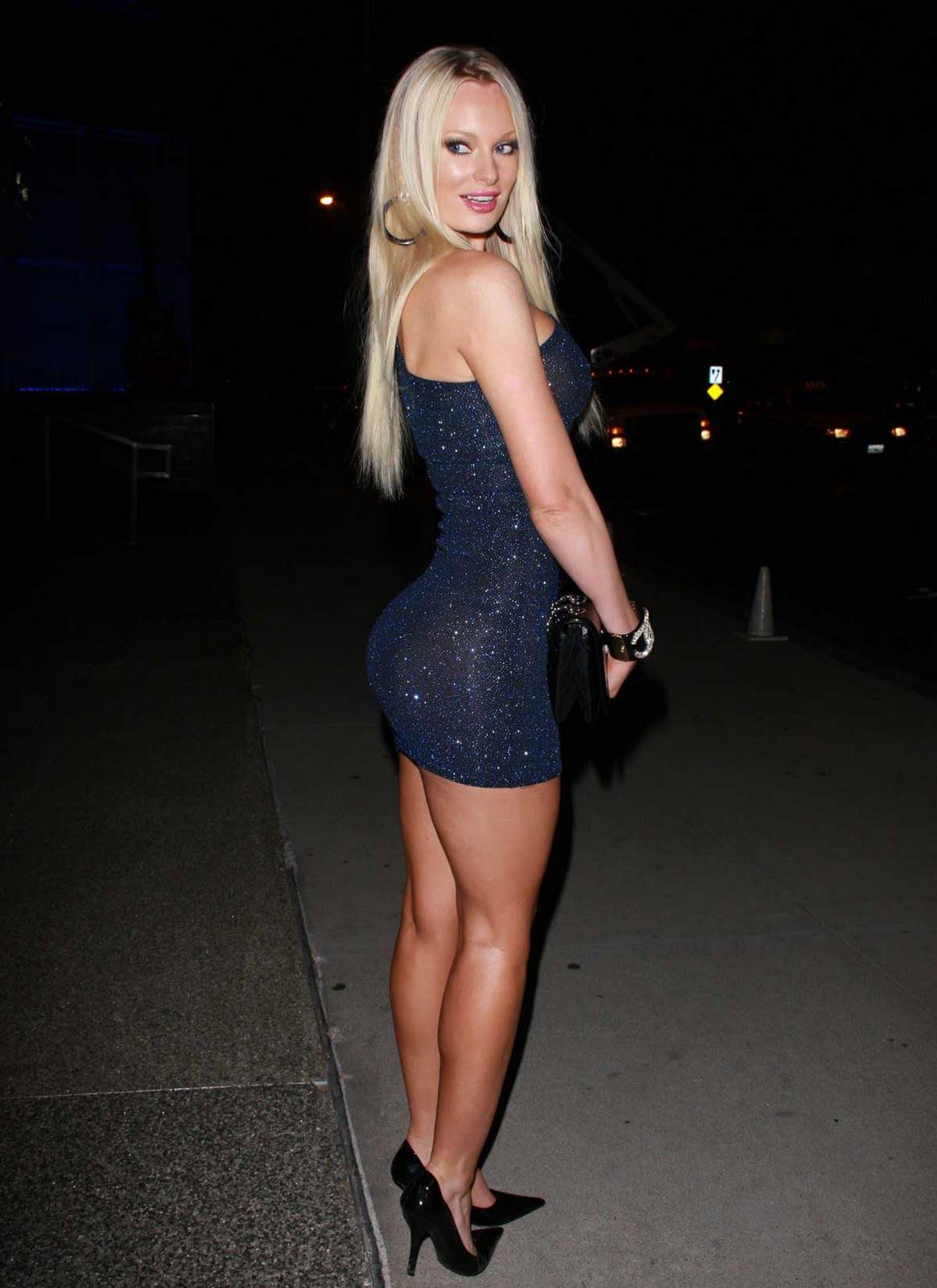 Фото блондинка в юбке платьях 1 фотография